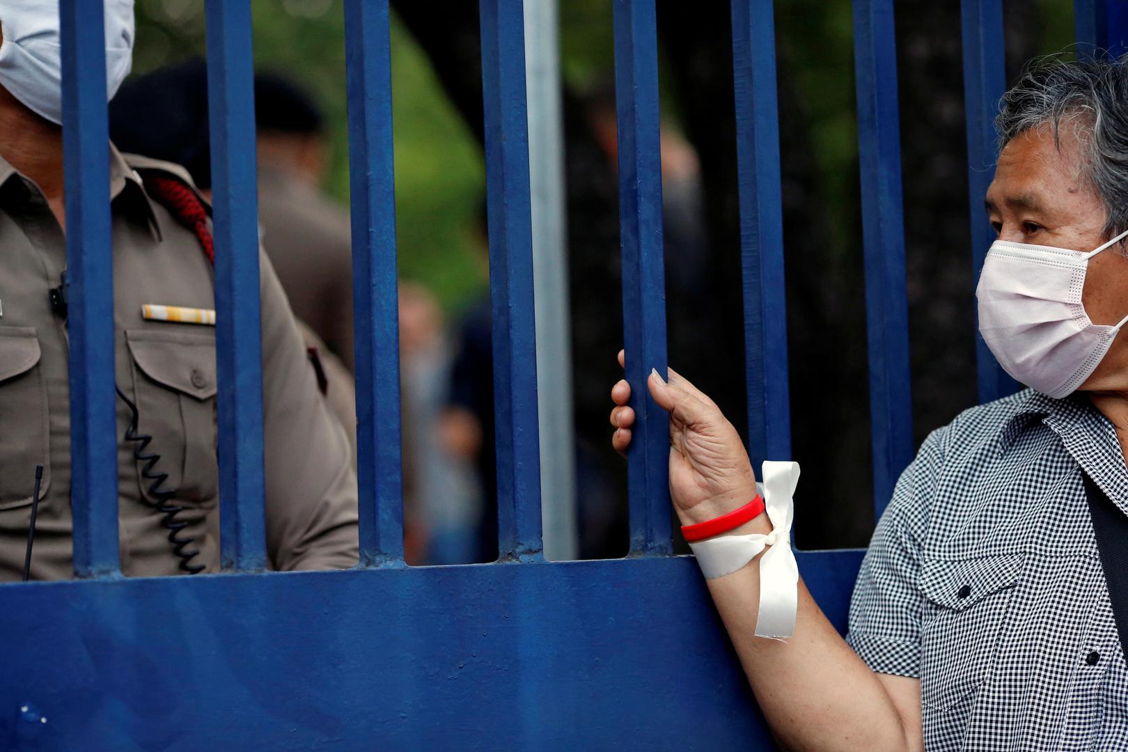 محكمة تايلاندية تفرج بكفالة عن 3 وزراء مدانين تم إقصاؤهم من الحكومة