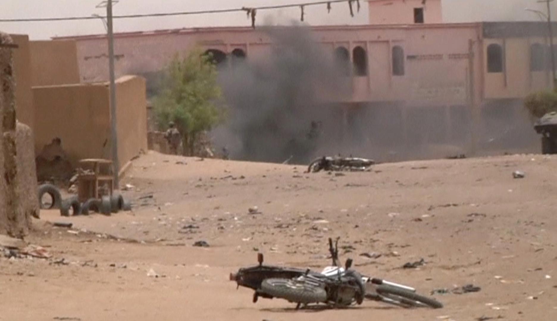مقتل ثمانية أشخاص بهجومين على قاعدتين أمنيتين وسط مالي