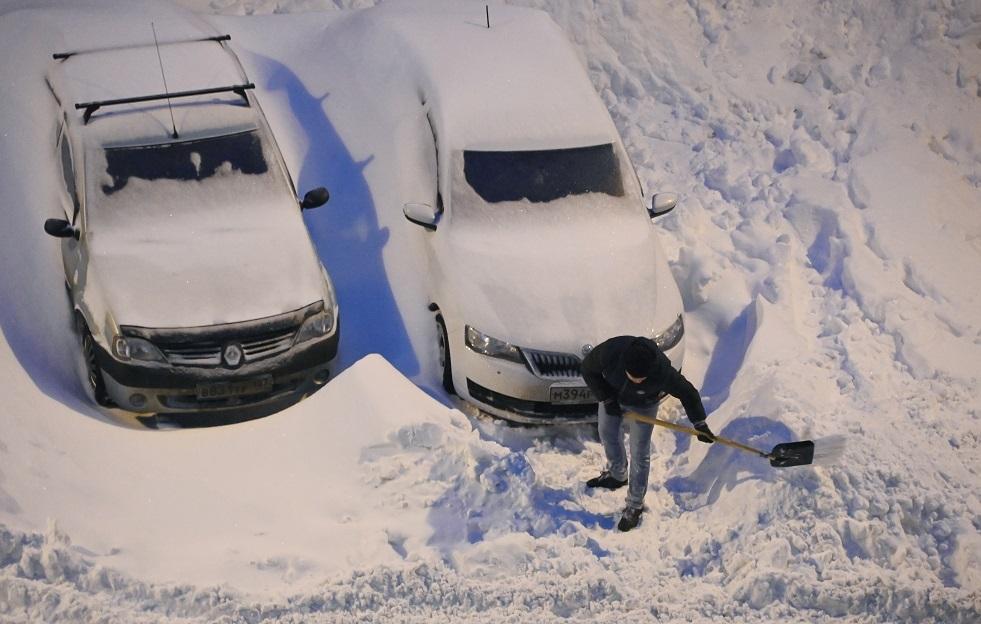 روسيا.. امرأة تموت متجمدة خلال عاصفة ثلجية في تشيليابينسك