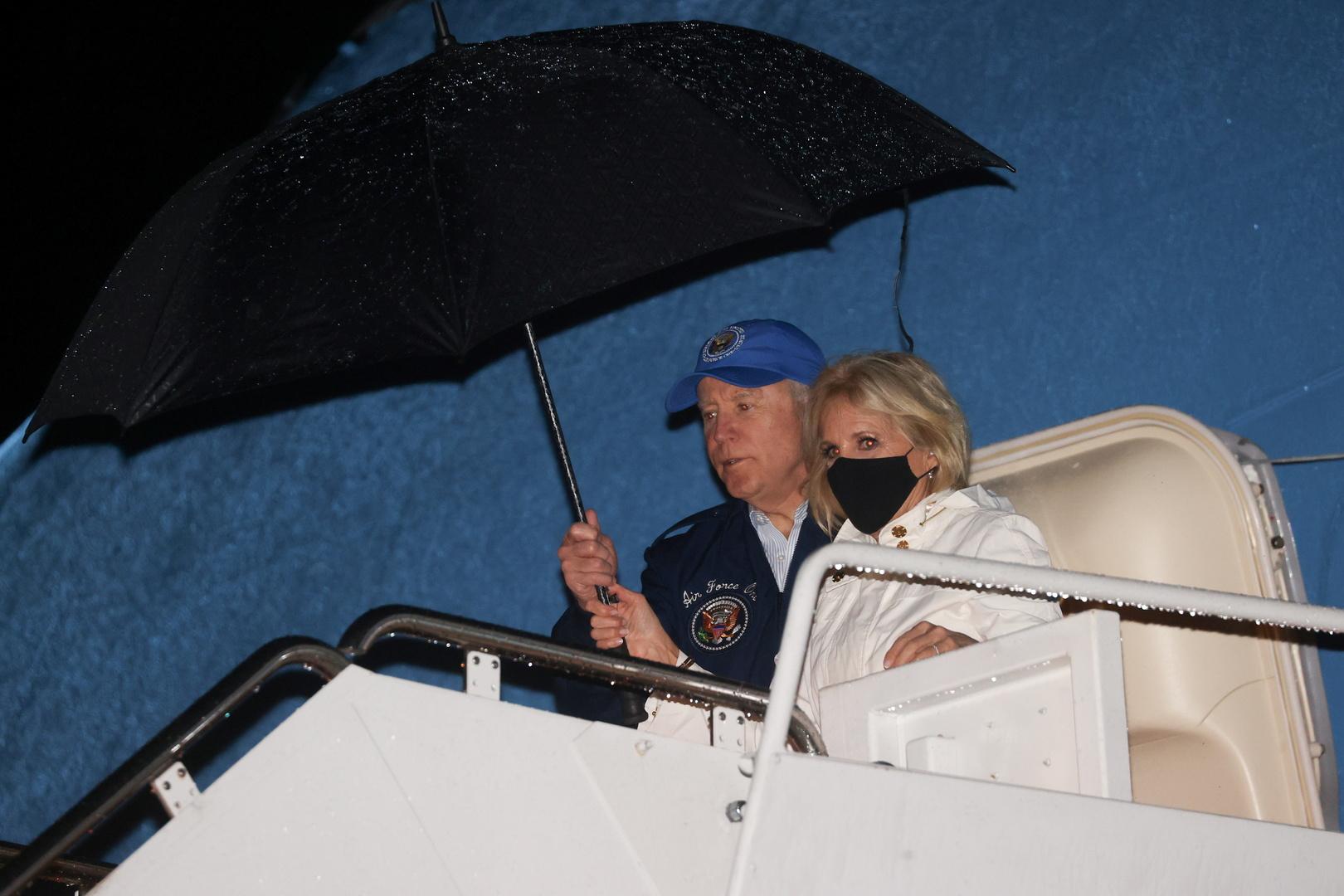 بايدن وزوجته يتفقدان جهود الإغاثة في تكساس إثر موجة صقيع قطبية