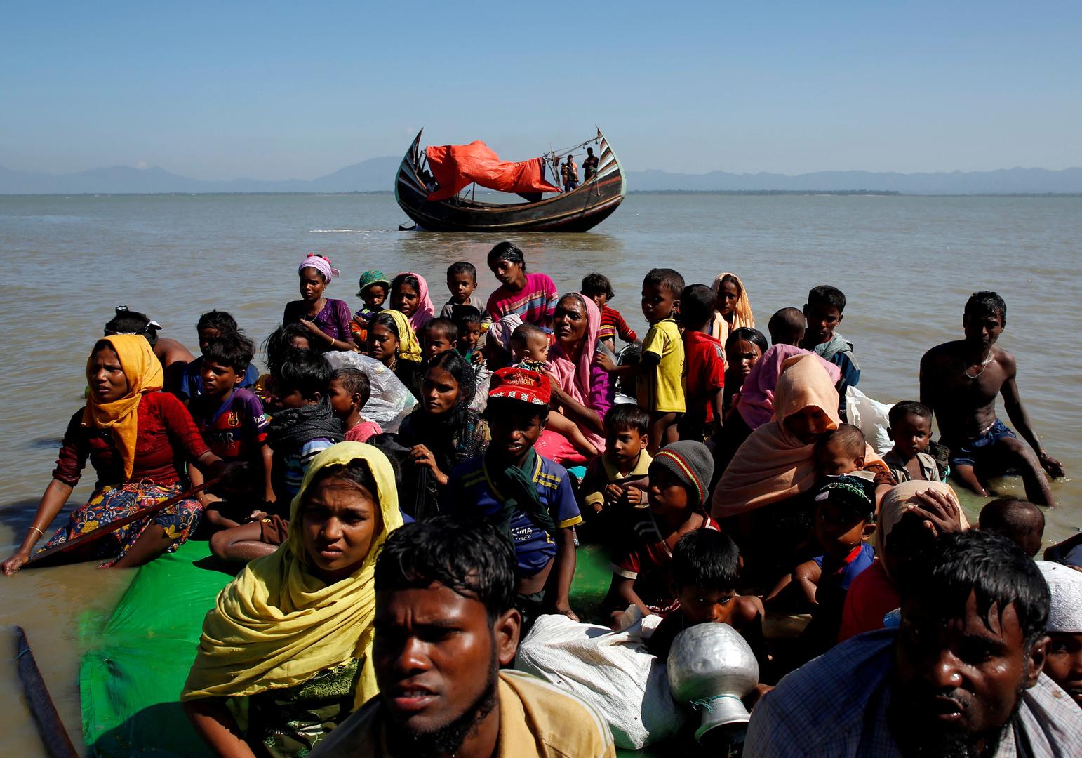 لاجئون من الروهينغا يصلون على متن قارب إلى الهند