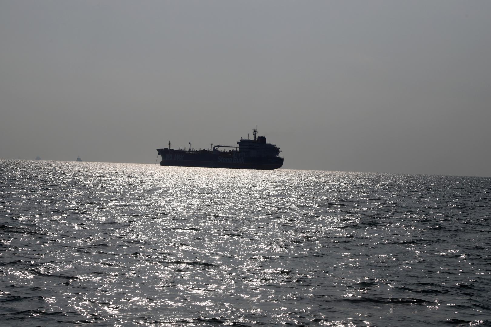 تقرير: مسؤولون أمريكيون يتفقدون في دبي السفينة المستهدفة بانفجار في خليج عمان