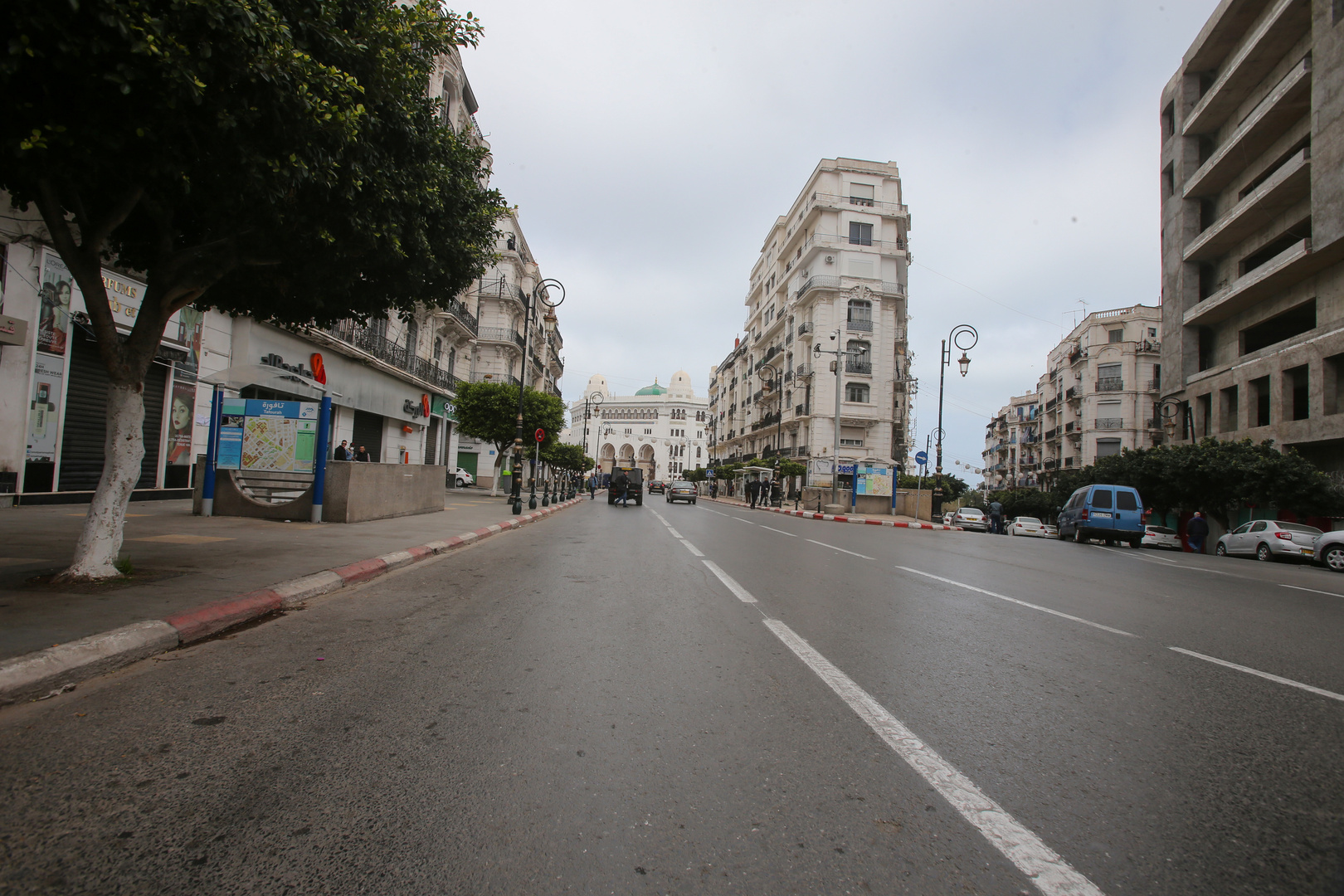 الجزائر توقف جميع الرحلات لمدة شهر بعد ظهور الفيروس البريطاني