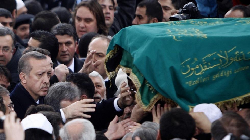 أردوغان يستذكر نجم الدين أربكان في الذكرى العاشرة لرحيله