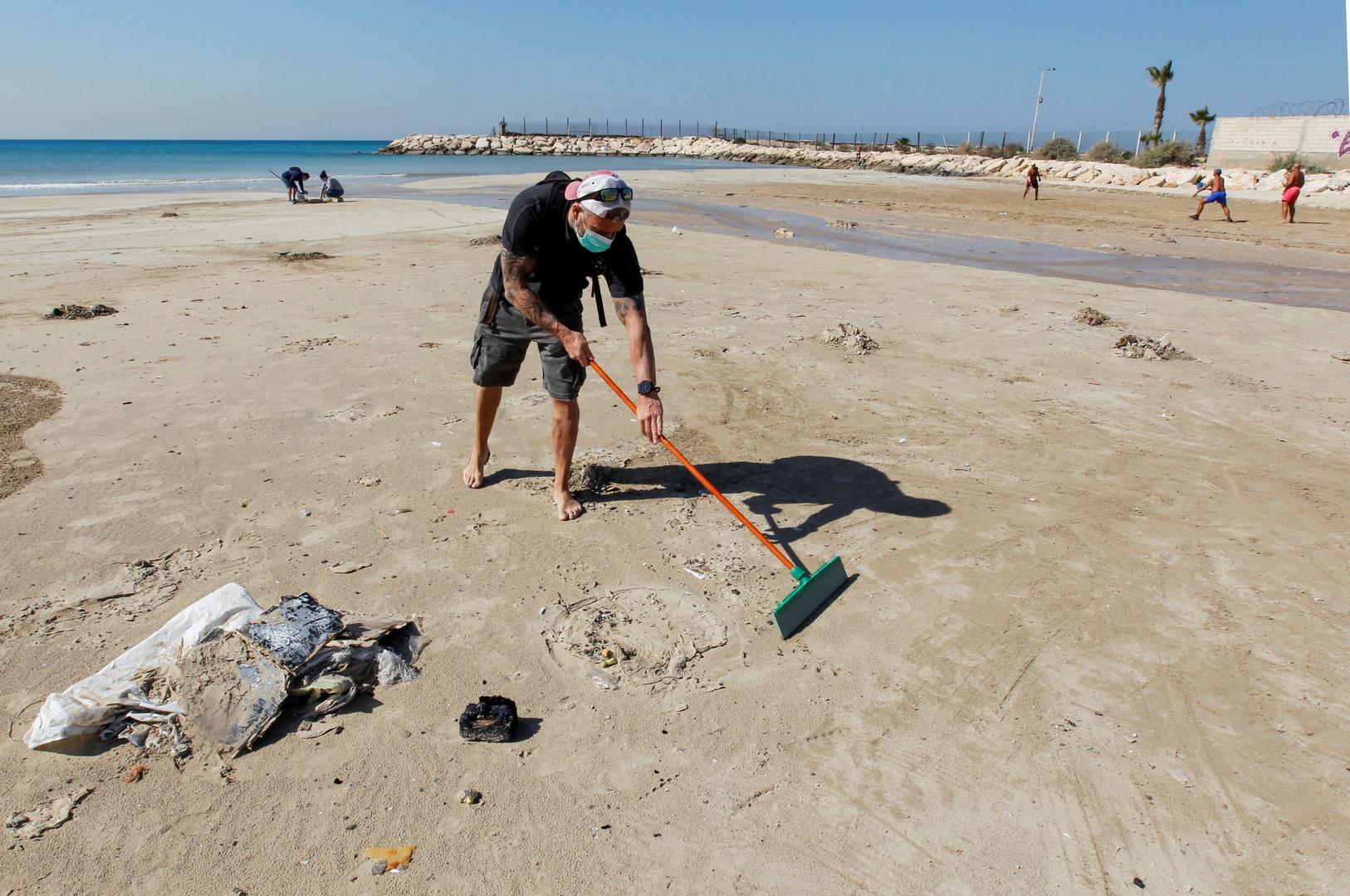 نائبة لبنانية: كمية القطران التي انتشرت على الشواطئ قادمة من إسرائيل تقدر بنحو 2 طن