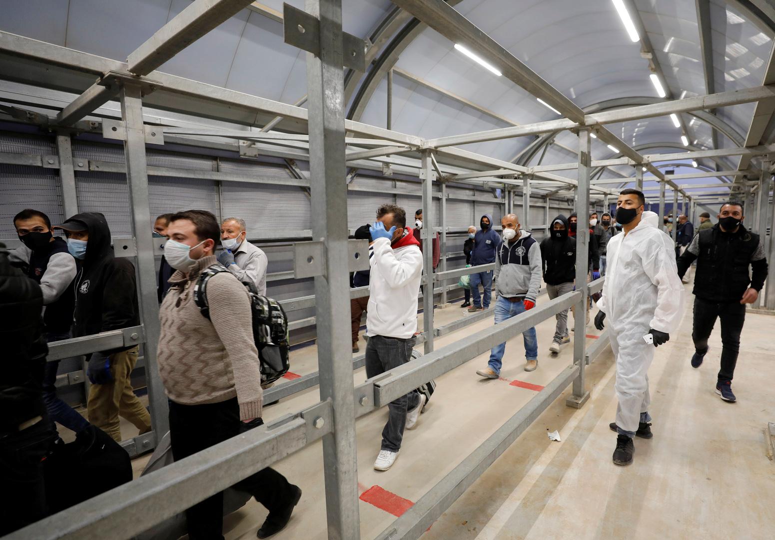 عمال فلسطينيون يعملون في إسرائيل