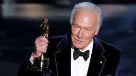 وفاة الممثل الكندي كريستوفر بلومر عن عمر ناهز 91 عاما