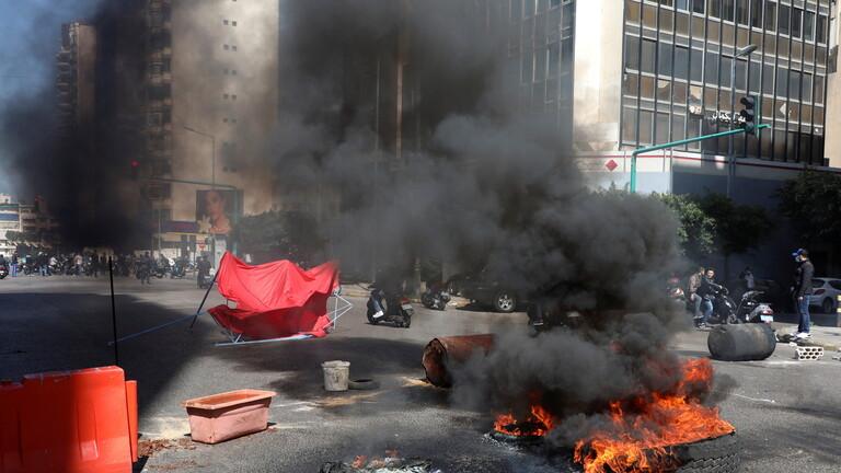 محتجون يقطعون عددا من الطرق في العاصمة بيروت 6058b2b34c59b753ff70a0d2