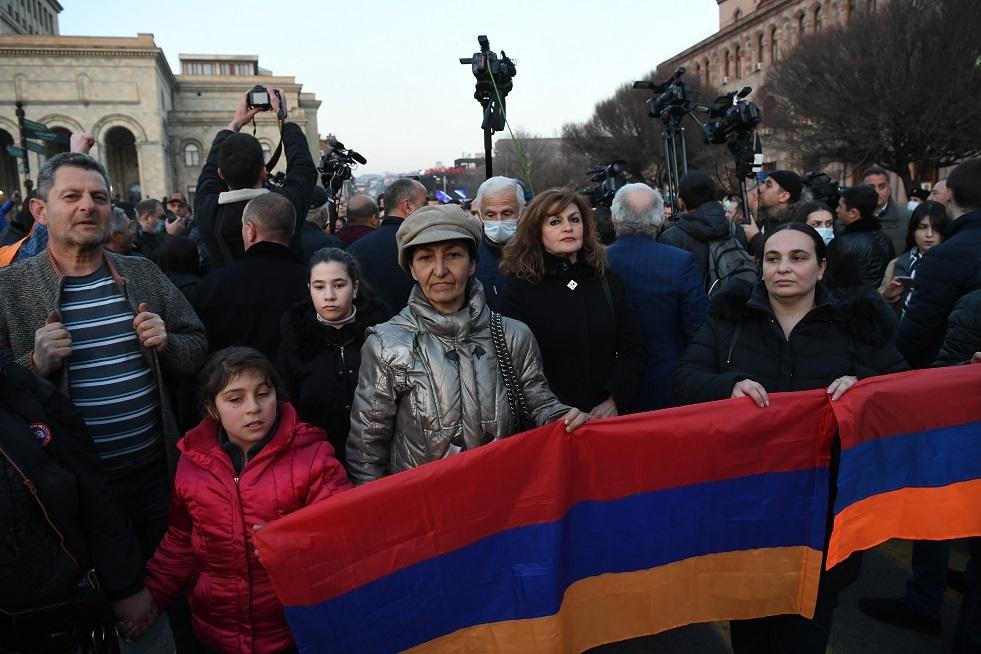 مجلس الأمن في أرمينيا يدعو رئيس الدولة لإقالة رئيس الأركان