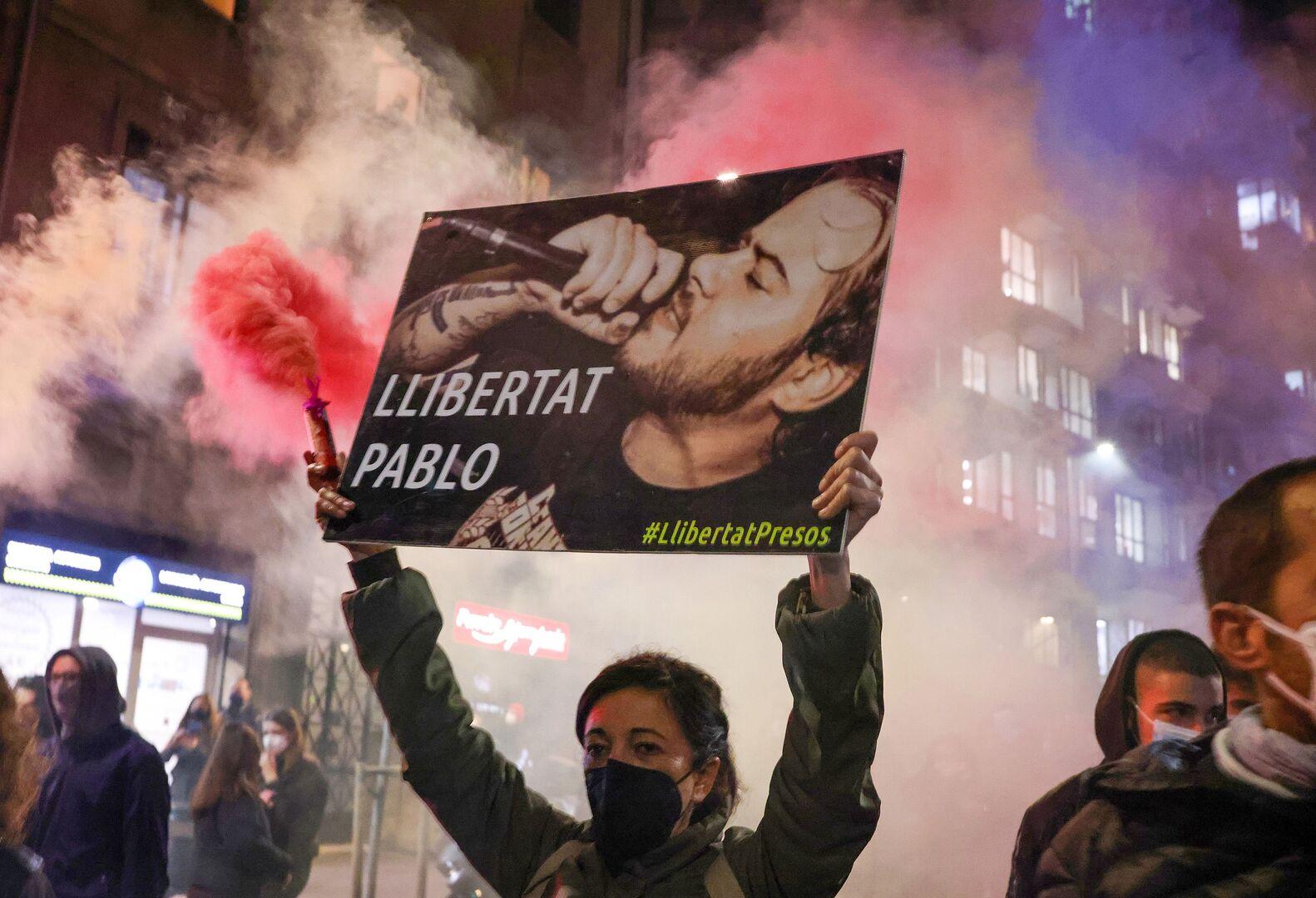 الشرطة الإسبانية تحقق في دور محتمل لأجانب بأعمال الشغب في برشلونة