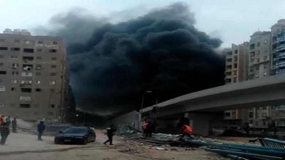 نشوب حريق هائل فوق جسر قيد الإنشاء في مصر (صور + فيديو)