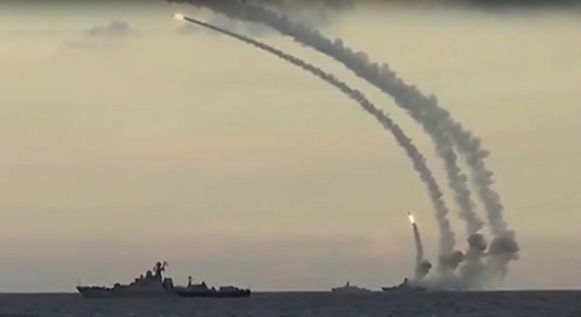 روسيا وإيران وأذربيجان قد توجه مدافعها صوب بعضها البعض