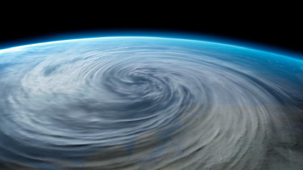 تأكيد أول إعصار فضائي فوق القطب الشمالي!