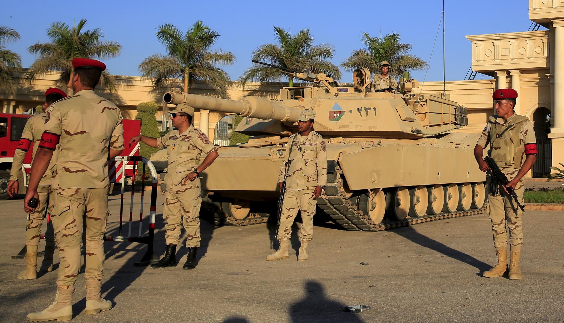 آلية وجنود تابعون للجيش المصري