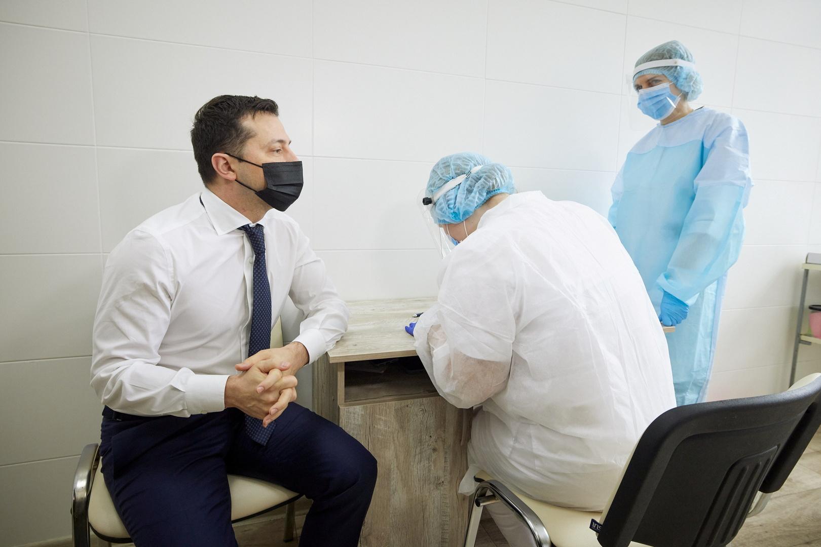 الرئيس الأوكراني يكشف سبب تطعيمه بعد تعافيه من