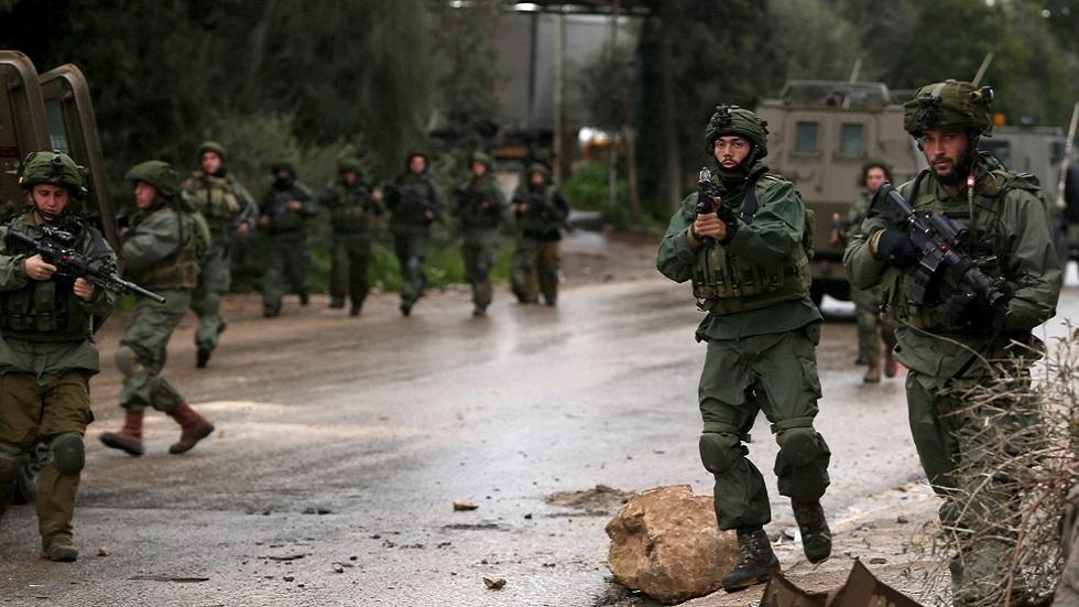 إسرائيل تشن حملة اعتقالات في الضفة تشمل قياديا في
