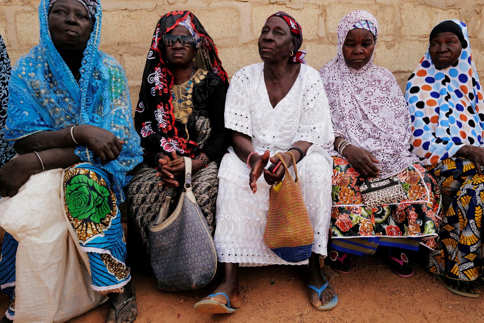 مقتل 5 أشخاص وامرأة حامل في انفجار لغم أرضي بسيارة إسعاف في بوركينا فاسو