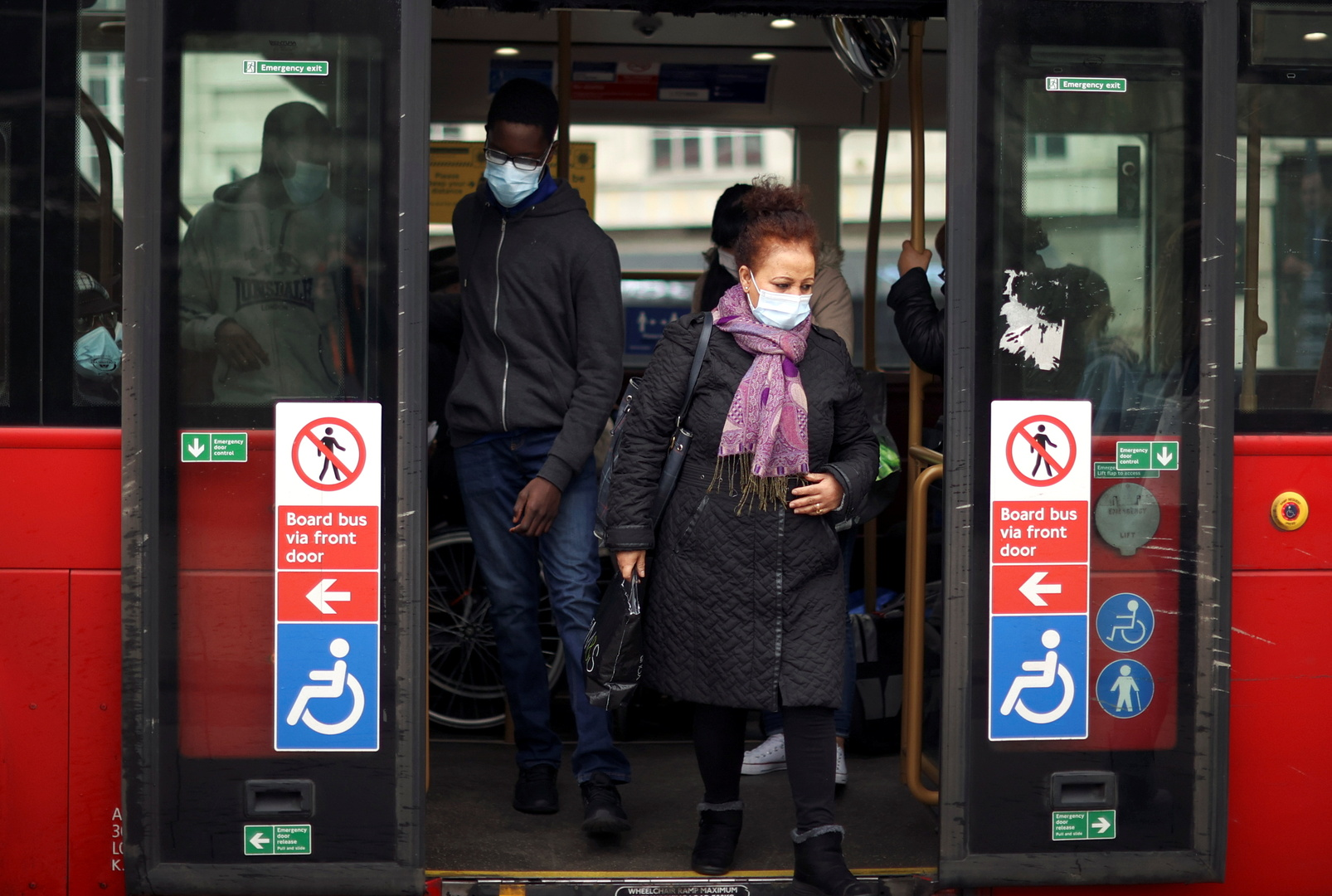 بريطانيا.. 315 وفاة و6385 إصابة جديدة بفيروس كورونا
