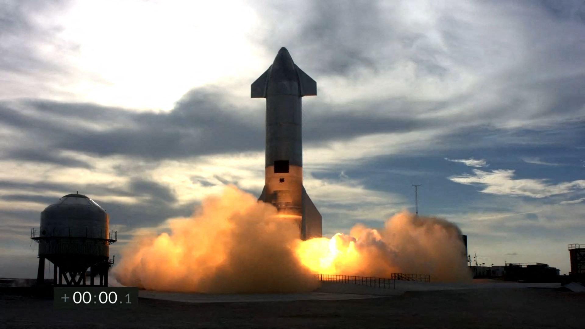 انفجار نموذج مركبة Starship الفضائية بعد دقائق من هبوطها (فيديو)