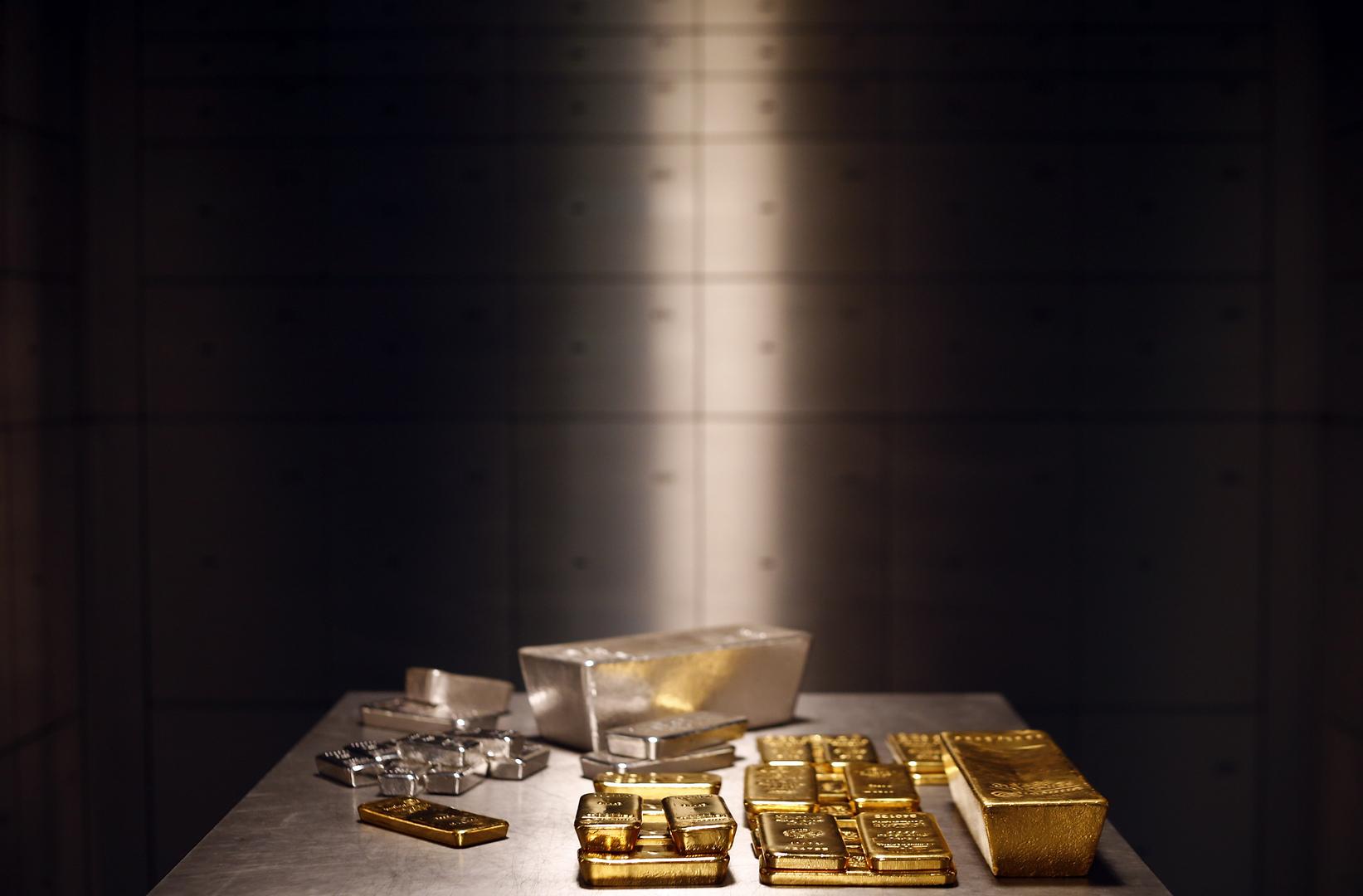 أسعار الذهب ترتفع عن أدنى مستوى في 9 أشهر