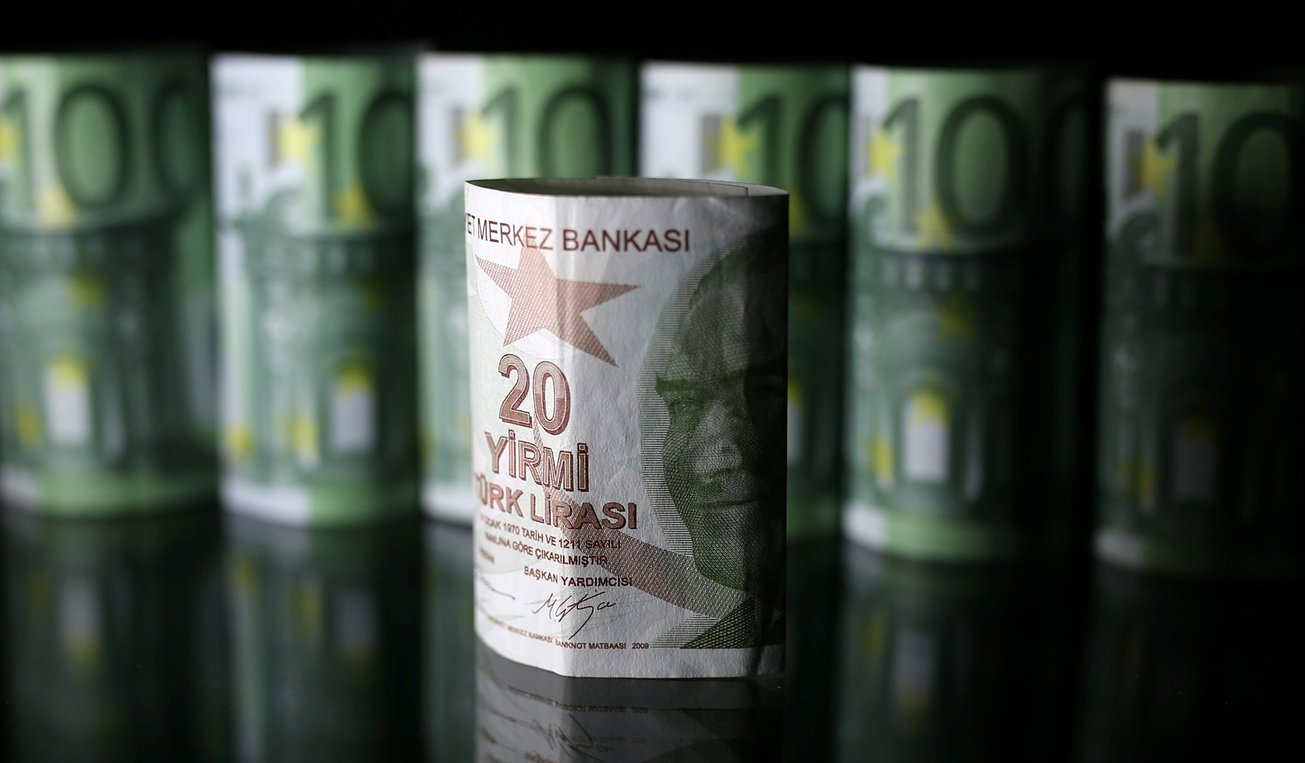 الليرة التركية تهبط إلى أدنى مستوى منذ بداية 2021