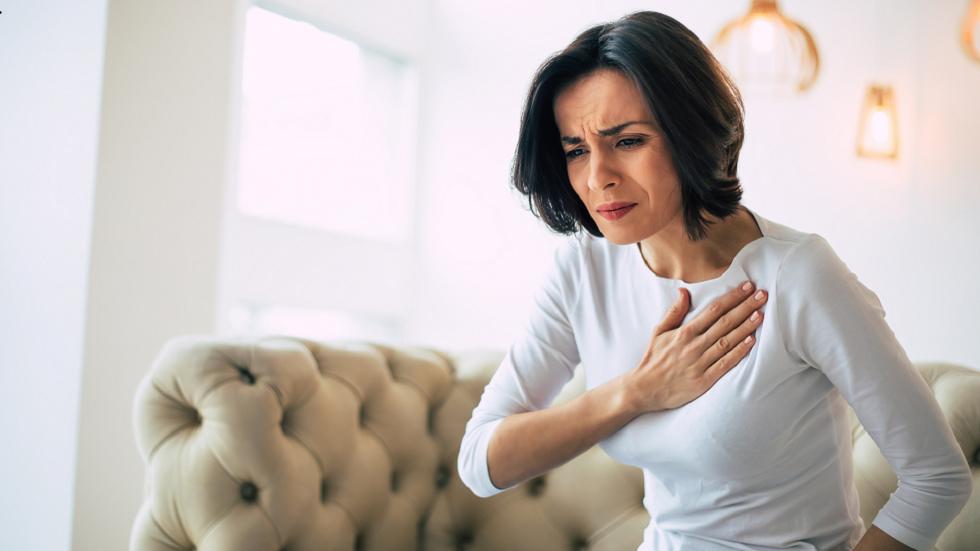 علامة تحذيرية للنوبة القلبية غالبا ما تتجاهلها النساء!