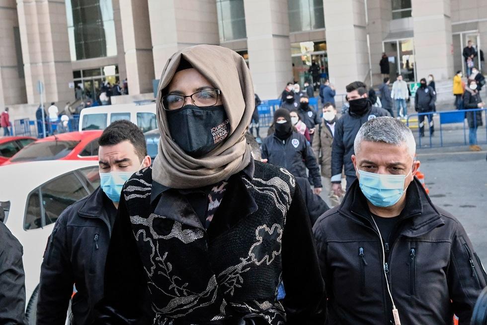 خطيبة خاشقجي بعد خروجها من المحكمة في 4 مارس 2021