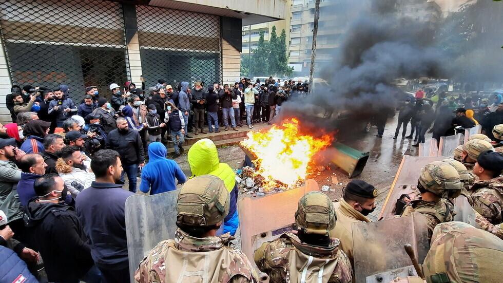 لبنان.. قطع للطرقات احتجاجا على تردي الأوضاع المعيشية