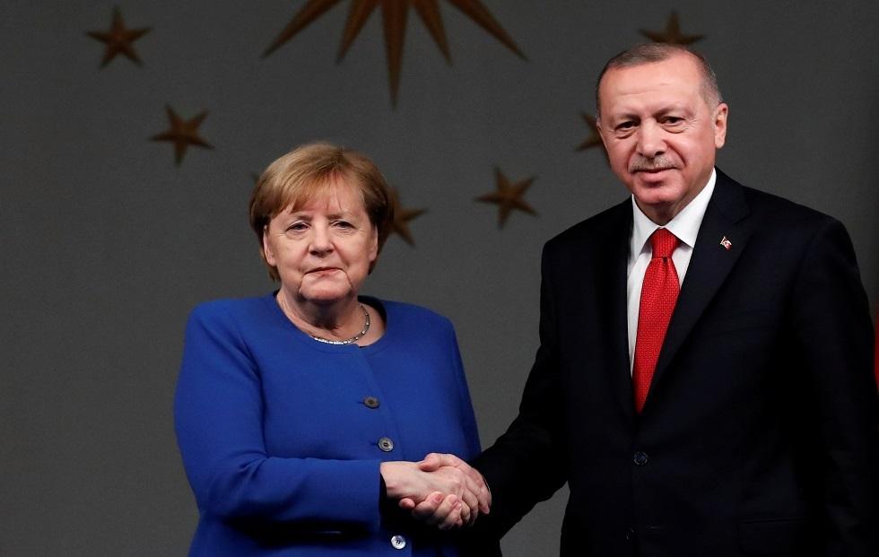 أردوغان يجري اتصالا مرئيا مع ميركل