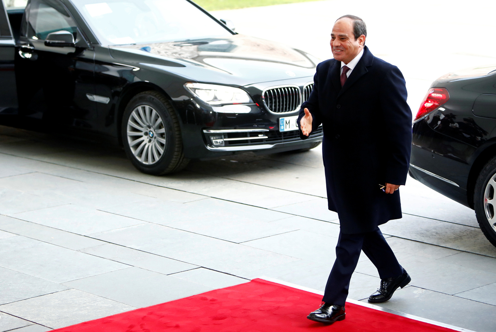 السيسي في الخرطوم لبحث العلاقات الثنائية وأزمة سد النهضة