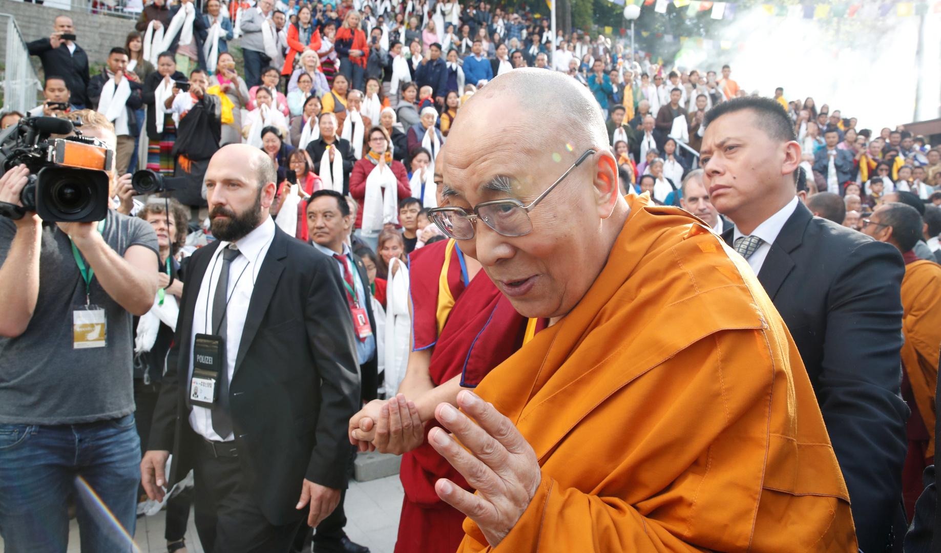 دالاي لاما يتلقى لقاح كورونا