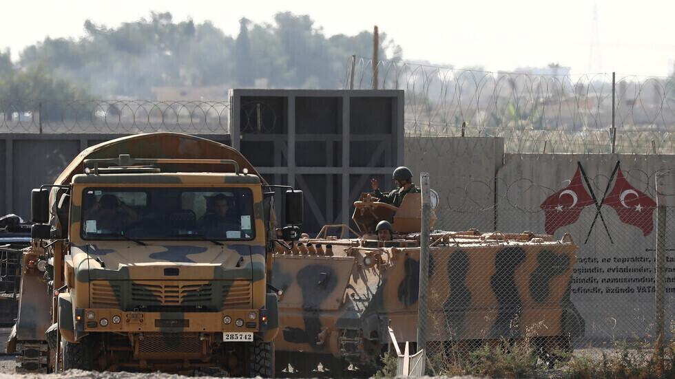 عسكريون أتراك على الحدود مع سوريا.