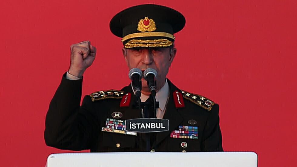 وزير الدفاع التركي يعلن عن