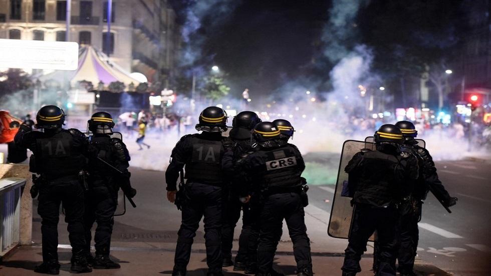 فرنسا.. إرسال تعزيزات أمنية إلى ليون بعد أعمال عنف وحرق سيارات