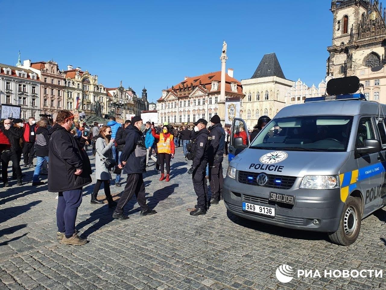 التشيك.. الشرطة تمنع تجمعا ضد قيود كورونا في براغ بسبب رفض المشاركين الامتثال للقواعد الاحترازيةا