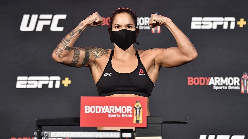 شاهد.. المقاتلة البرازيلية نونيس تنقض علىالإنجليزية أندرسون