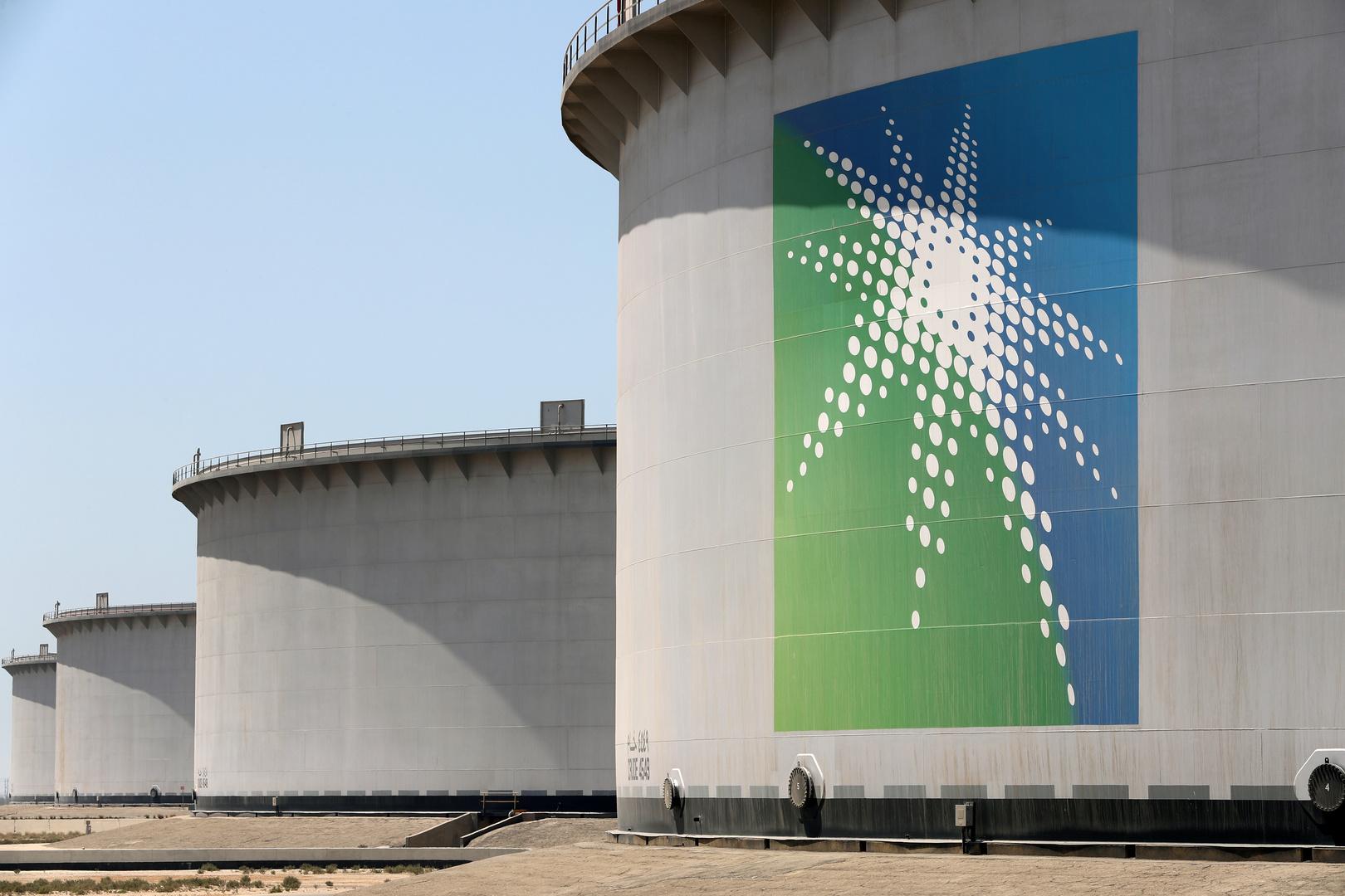 ساحات خزانات نفط في ميناء رأس تنورة شرق السعودية.