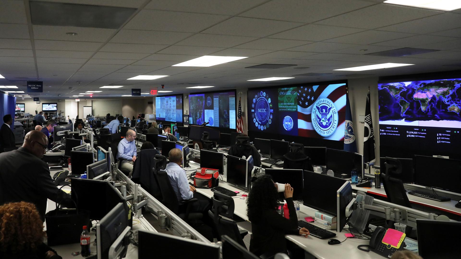 نيويورك تايمز: الولايات المتحدة تعتزم تنفيذ هجمات إلكترونية ضد مواقع روسية في الأسابيع المقبلة