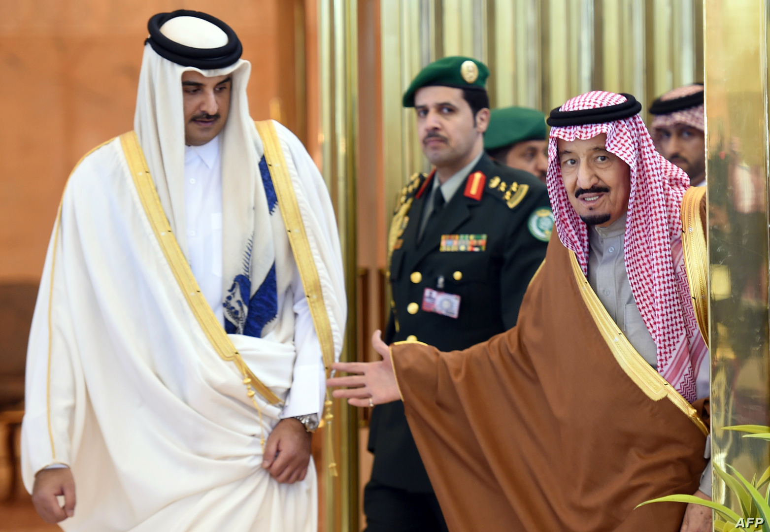 رسالة من العاهل السعودي لأمير قطر