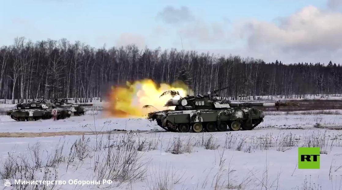 في عيد المرأة.. عسكريات روسيات خلف مقود الدبابة