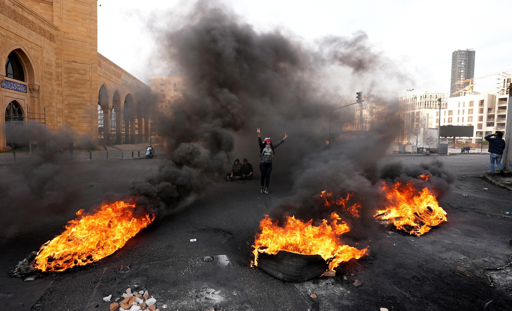 حرق إطارات احتجاجا في العاصمة اللبنانية بيروت