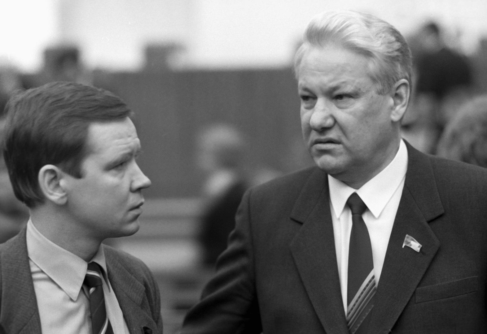 الرئيس الروسي الأسبق بوريس يلتسين ومستشاره السابق سيرغي ستانكيفيتش