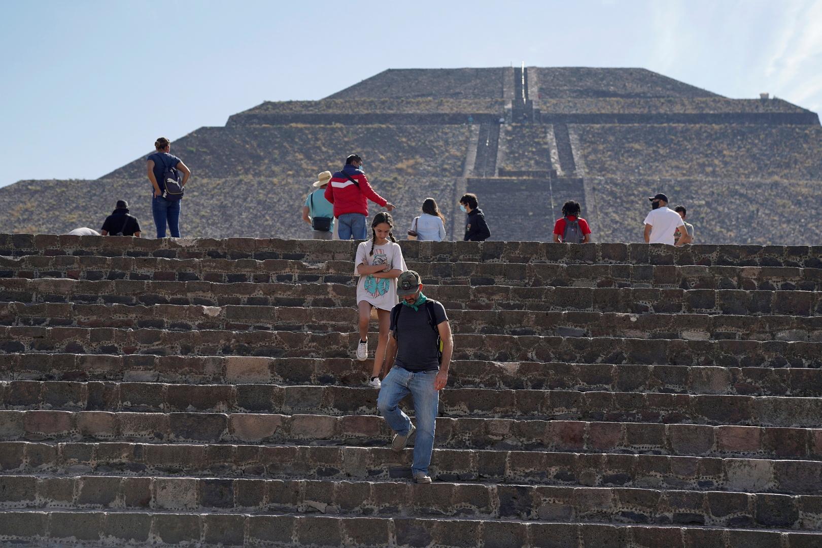 المكسيك تسجل 7407 إصابات و866 وفاة جديدة بفيروس كورونا