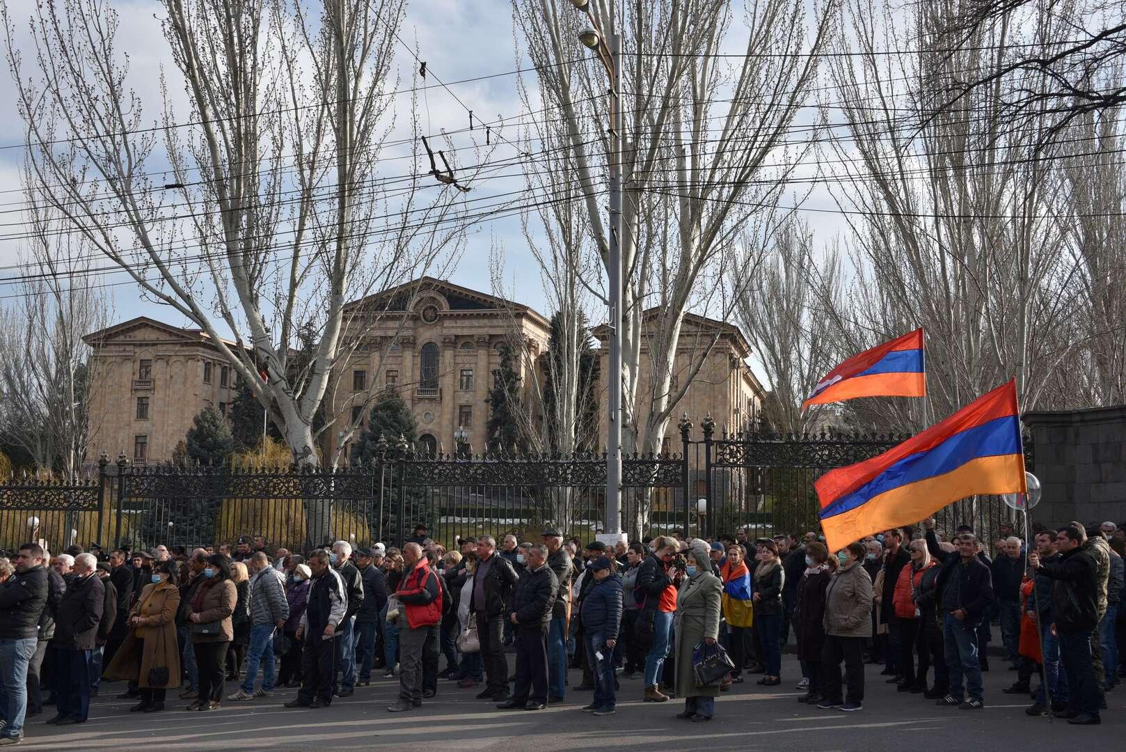 احتجاجات المعارضة أمام البرلمان في أرمينيا
