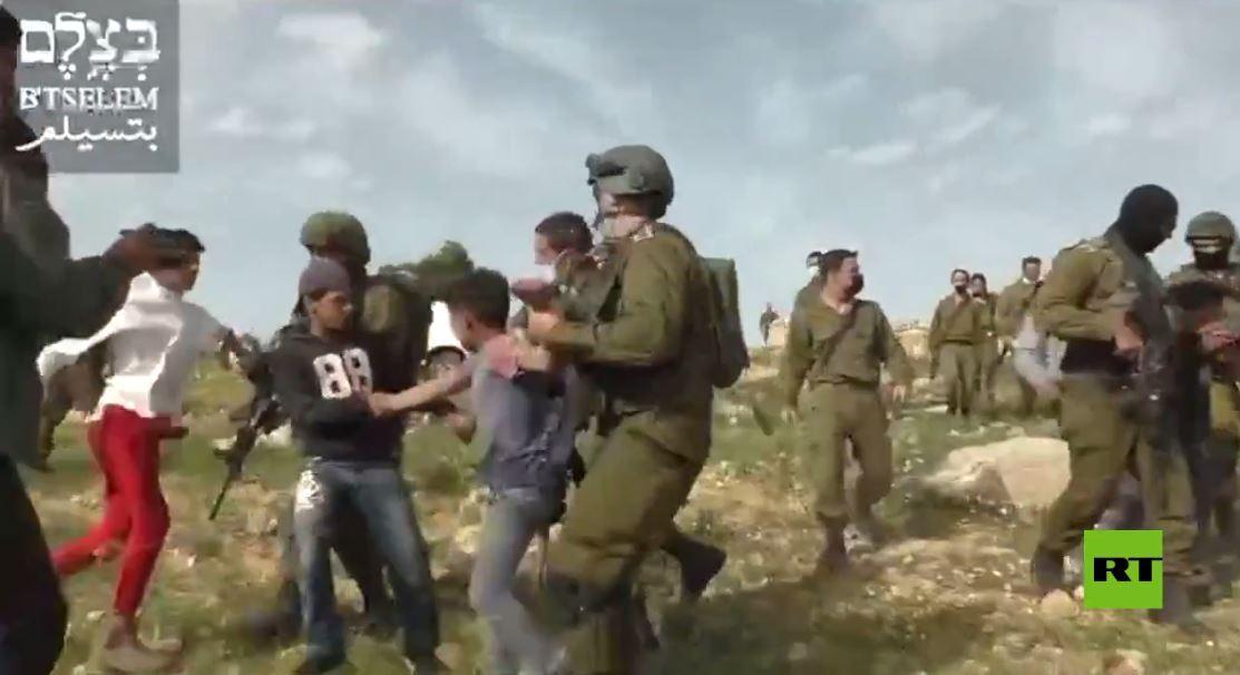 فيديو لاعتقال أطفال قرب الخليل من قبل الجيش الإسرائيلي
