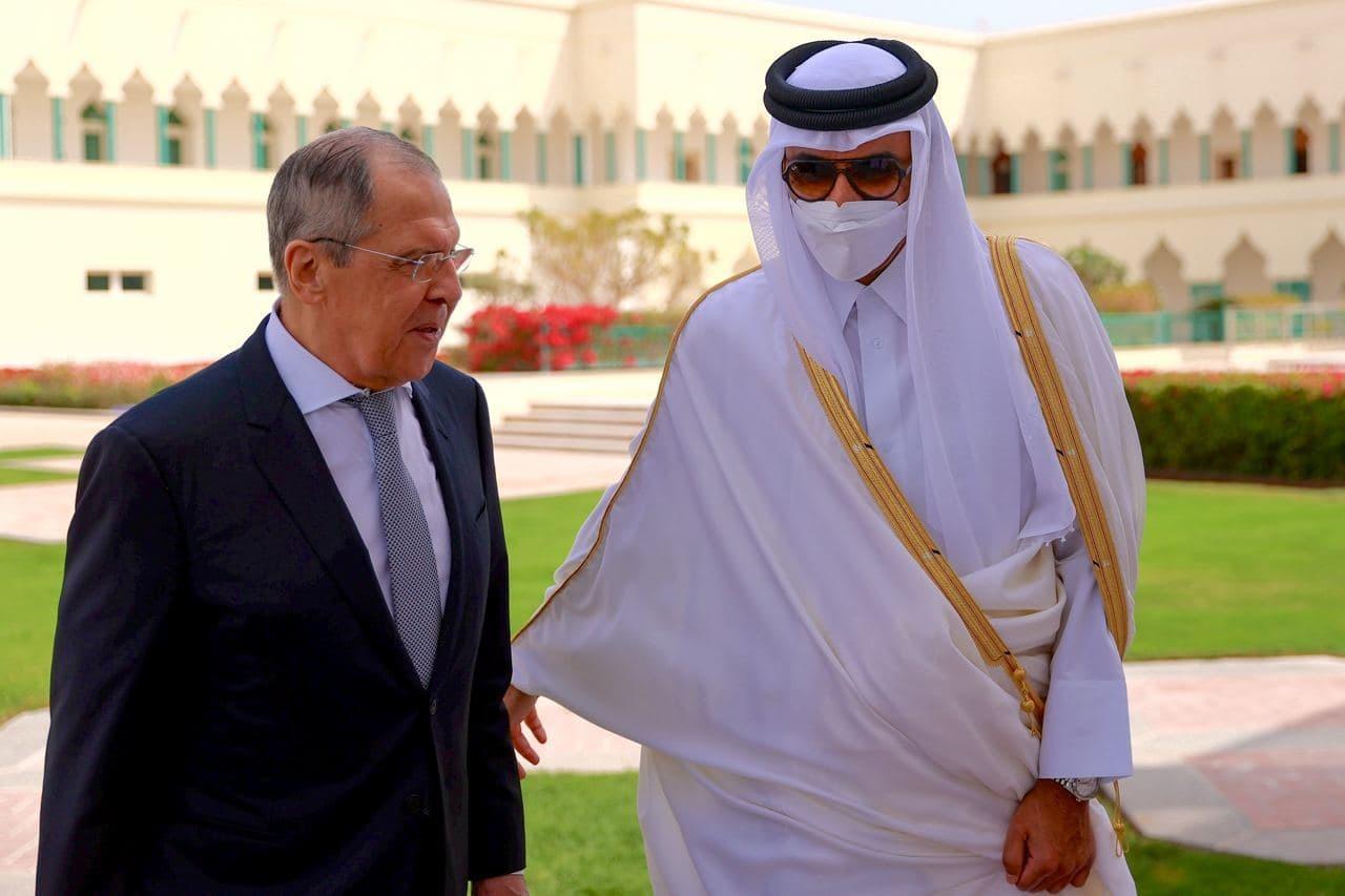 لافروف يجتمع في الدوحة مع أمير قطر ووزير خارجيتها