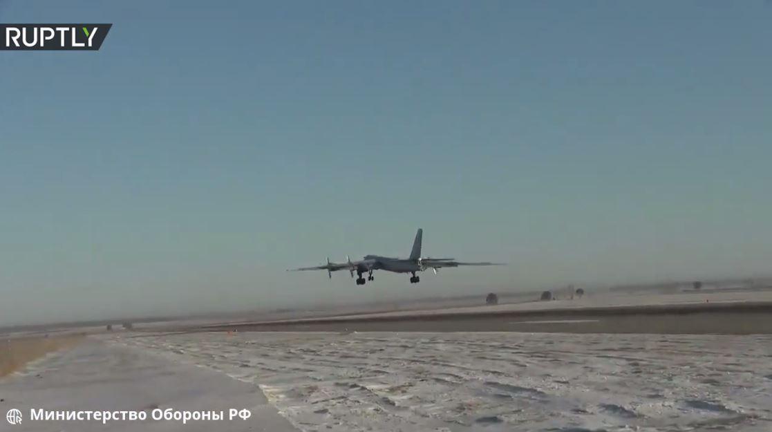تحليق حاملات صواريخ تو-95 الروسية فوق بحر اليابان