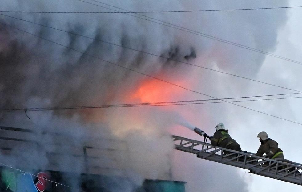 روسيا.. اندلاع حريق في مبنى سكني من ثمانية طوابق في أنابا