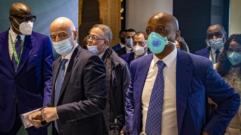 الملياردير الجنوب إفريقي موتسيبي يفوز برئاسة الاتحاد الإفريقي لكرة القدم بالتزكية
