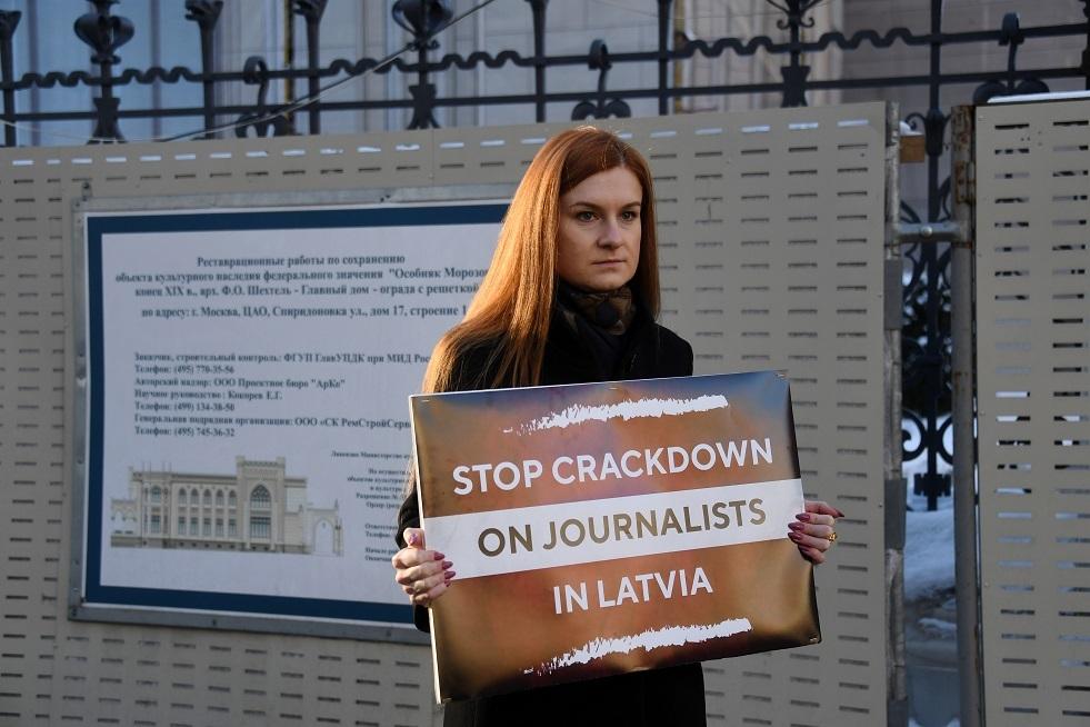 برلماني لاتفي: ريغا أخفقت في إسكات مراسلي وسائل الإعلام الروسية